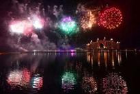 全球跨年烟火灯光大PK:迪拜土豪塔亮瞎眼 英国伦敦眼炸开花