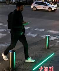 """以色列街头出现""""低头族""""专用信号灯"""