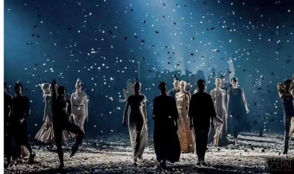 贵阳春节西南国际商贸城财神广场亮灯仪式灯光秀7.jpg