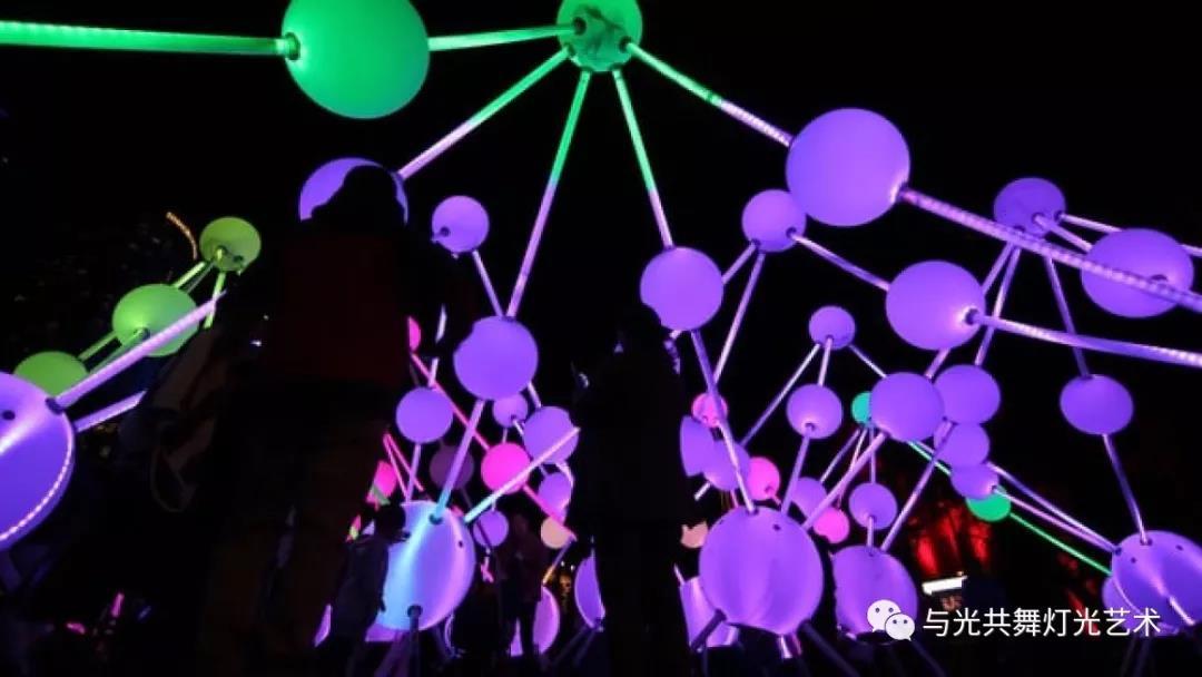 沉浸式灯光雕塑 描绘大脑内部记忆的运作1.jpg