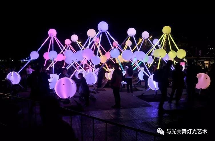 沉浸式灯光雕塑 描绘大脑内部记忆的运作5.jpg