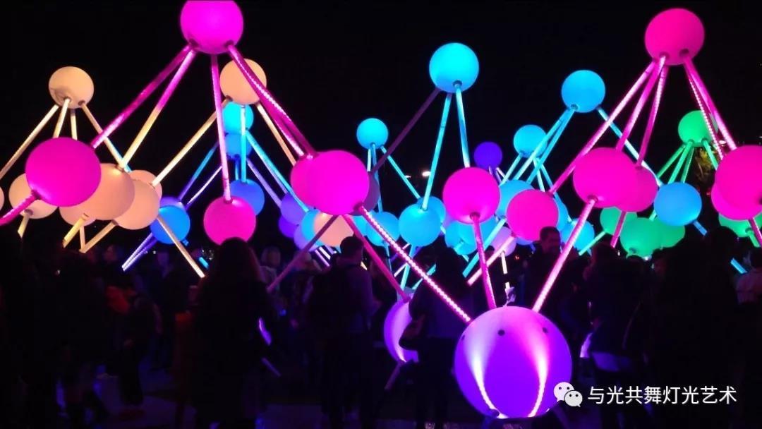 沉浸式灯光雕塑 描绘大脑内部记忆的运作6.jpg