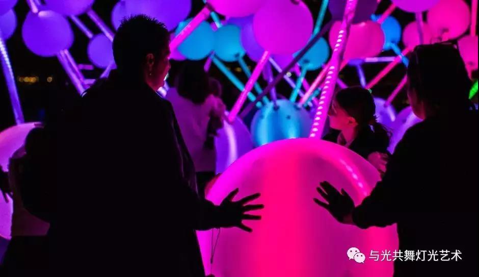 沉浸式灯光雕塑 描绘大脑内部记忆的运作7.jpg