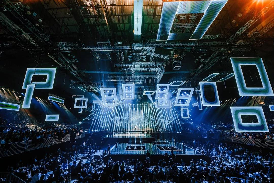 2020 MAC奖震撼的舞台灯光设计4.jpg
