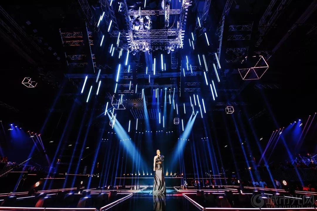 2020 MAC奖震撼的舞台灯光设计5.jpg