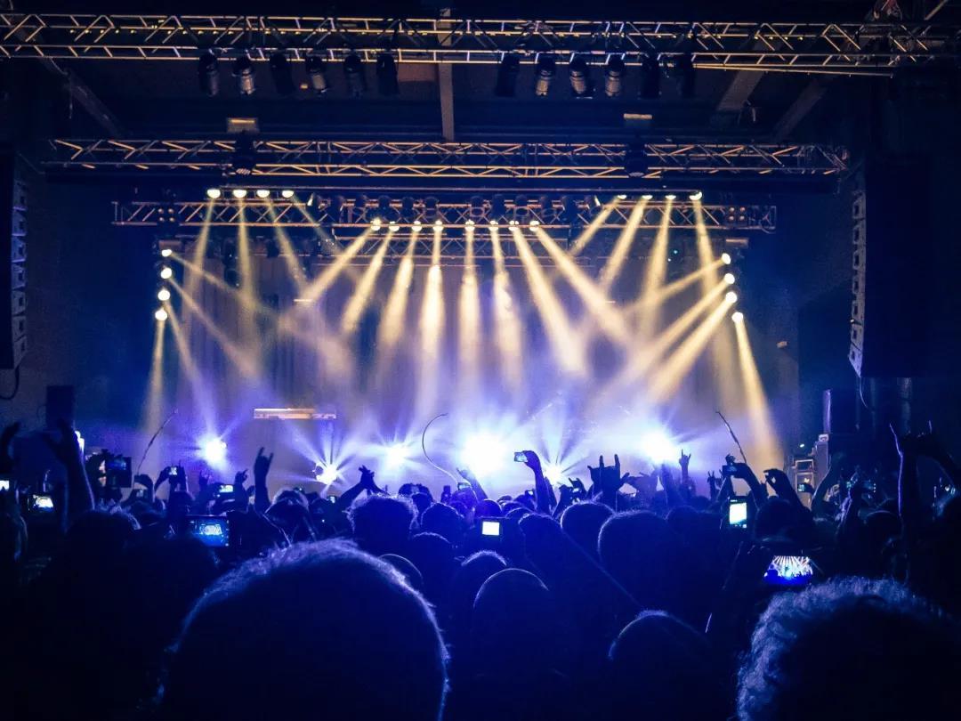 灯光设计在舞台空间中的表现手段1.jpg