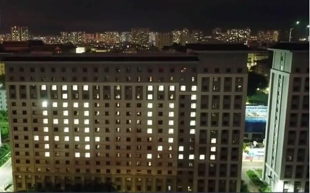 全国多家高校用灯光秀送别毕业生24.png
